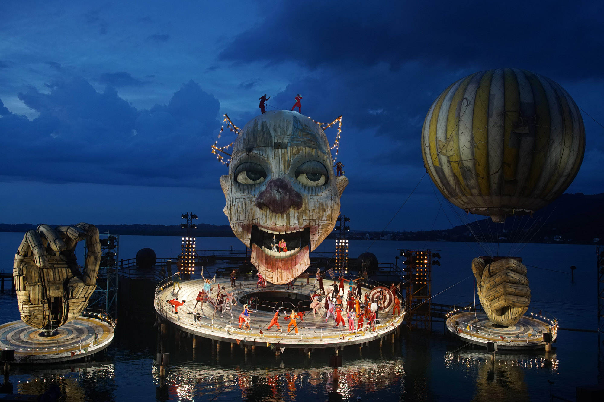 The opulent production of Rigoletto brings the parts of colossal clown to life